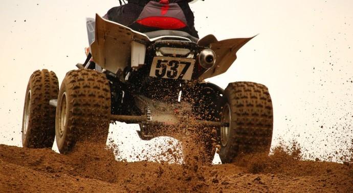 Les équipements et la conduite pour une balade en quad en toute sécurité